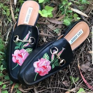 Shoes - 🆕️Black Vegan leather mules